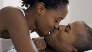 Kissing-couple-760-x-420-750x420