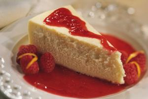 Cheesecake with raspberries