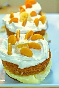 Banana Pudding Cream Cakes