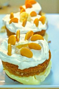 Banana Pudding Cream Cakes